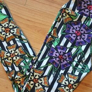Lularoe disney jack flower os leggings